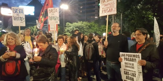 Masiva «Marcha de las Antorchas» contra los tarifazos en Córdoba y el país