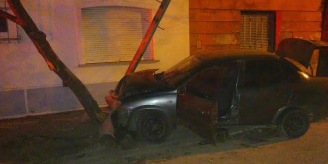 Bomberos acudieron a un accidente vehícular con escape de gas