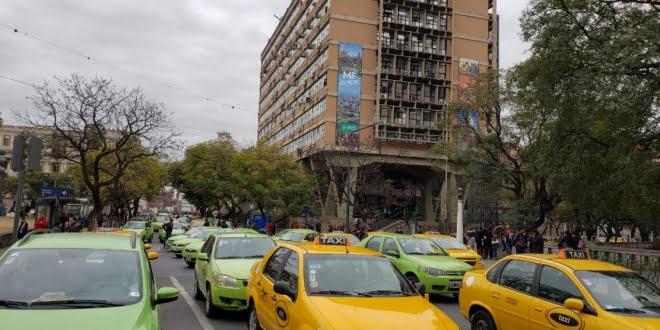 Taxistas y remiseros volvieron a protestar contra Uber en Córdoba