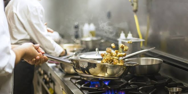 Gastronómicos piden volver abrir bares y comedores