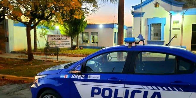 Balnearia: policías rescataron a una mujer al incendiarse su vivienda