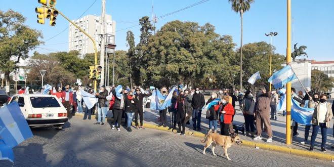 Más de 300 sanfrancisqueños se sumaron al banderazo por la libertad