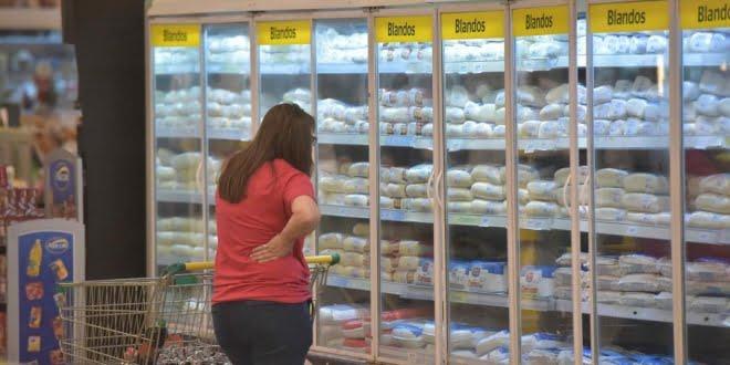 Los impuestos al consumo se llevan casi uno de cada 4 pesos de sueldo