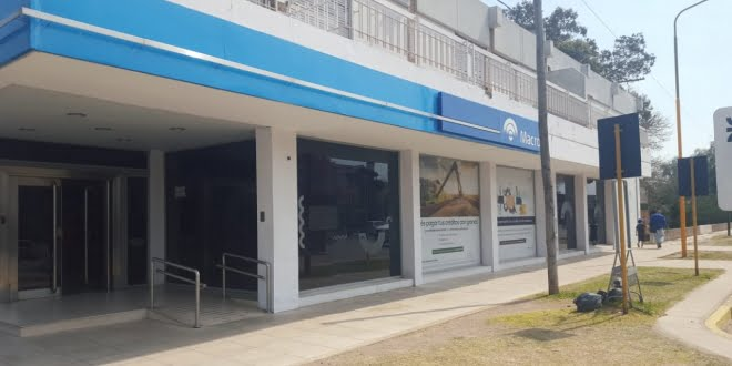 Banco Macro reabrió sus puertas con personal de reemplazo
