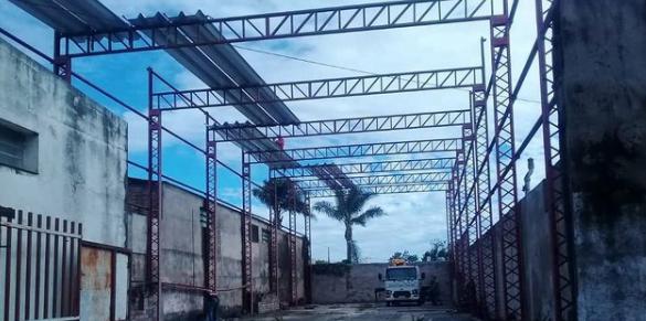 Comenzaron la obra de techado del playón en El Tala