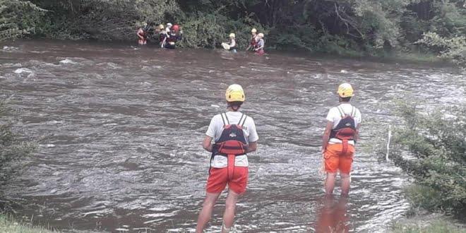 Bomberos rescataron a una familia tras la creciente del río Los Reartes