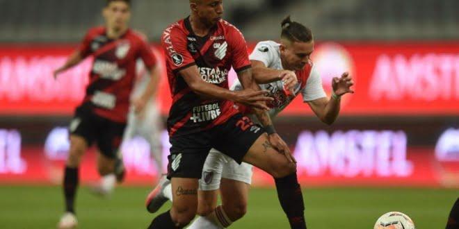 Libertadores: River recibe a Paranaense en busca del pase a cuartos