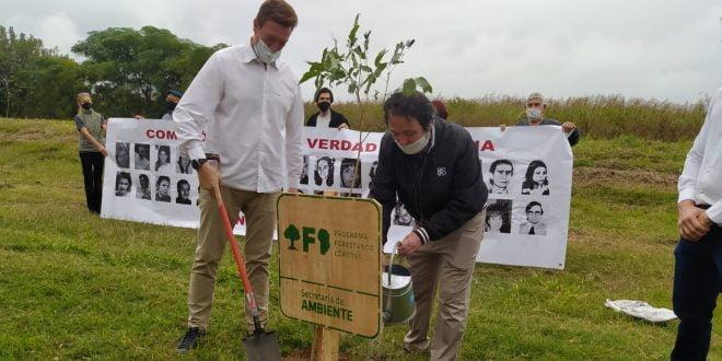 Se plantaron árboles en homenaje a los desaparecidos de la ciudad