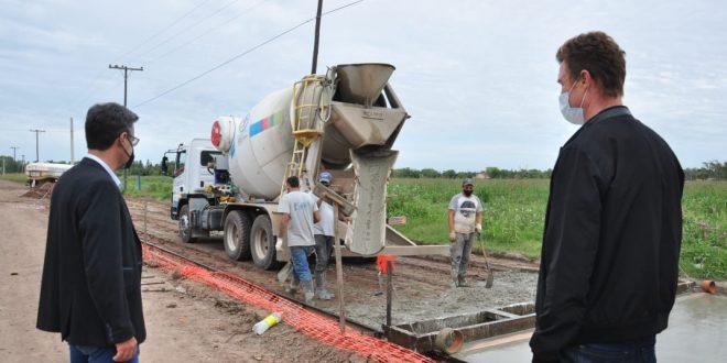 Realizan obras de pavimentación en distintos puntos de la ciudad