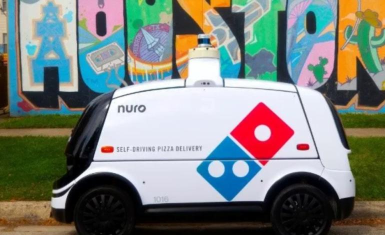 Una pizzería empezó a entregar sus pedidos con vehículo eléctrico y autónomo