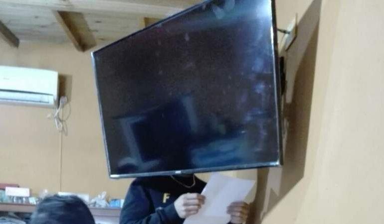 Robaron un televisor y fueron detenidos