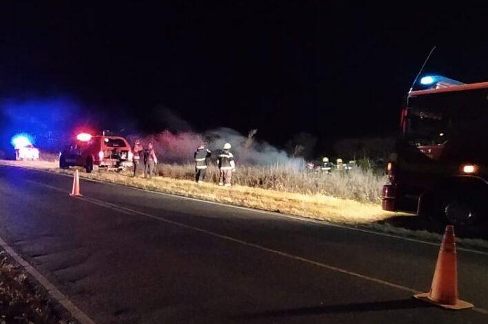 Un auto volcó y se incendió en jurisdicción de Balnearia
