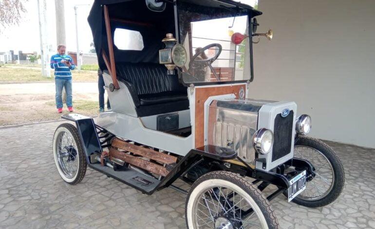 Un pintoresco auto revolucionó Las Varillas