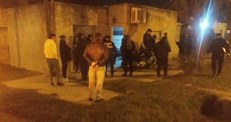 Se detuvieron más de 20 personas en una fiesta clandestina