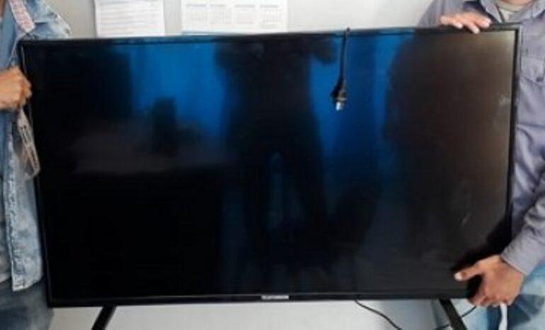 Al volver a su casa notó que le robaron el televisor y la notebook