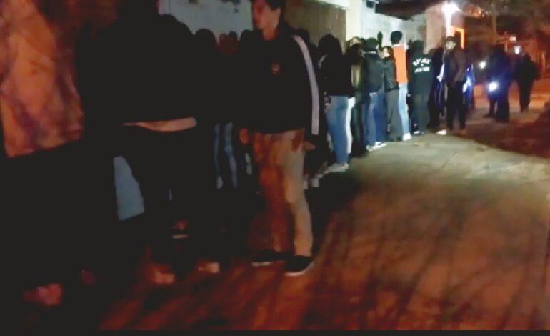 La policía desactivó una fiesta clandestina con incidentes