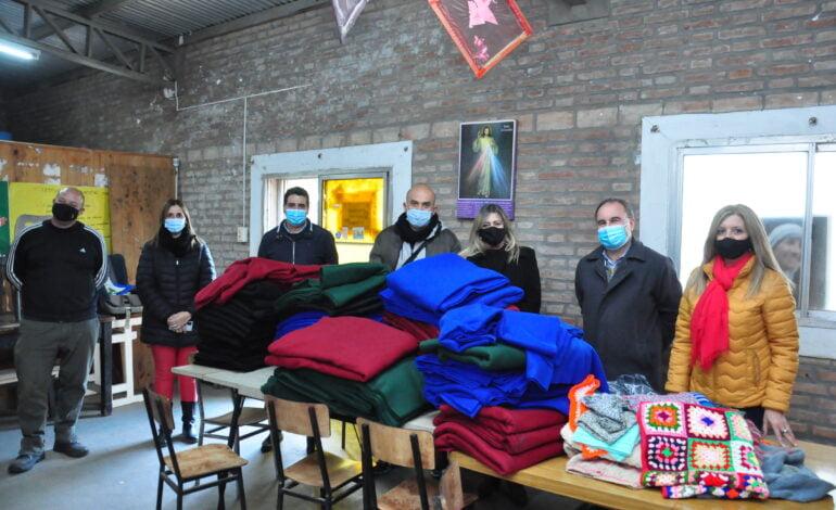 El municipio entregó ropa de abrigo y frazadas a organizaciones de la ciudad