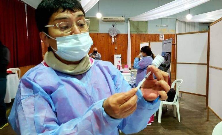 Inicia la vacunación a mayores de 17 años en Freyre