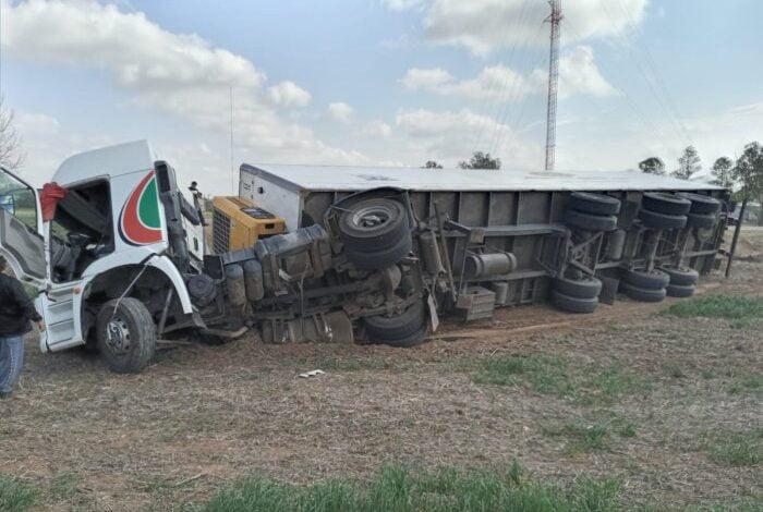 Volcó un camión en la circunvalación de Brinkmann