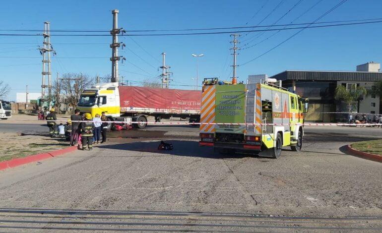 Arroyito: un hombre murió en un accidente entre una motocicleta y un camión