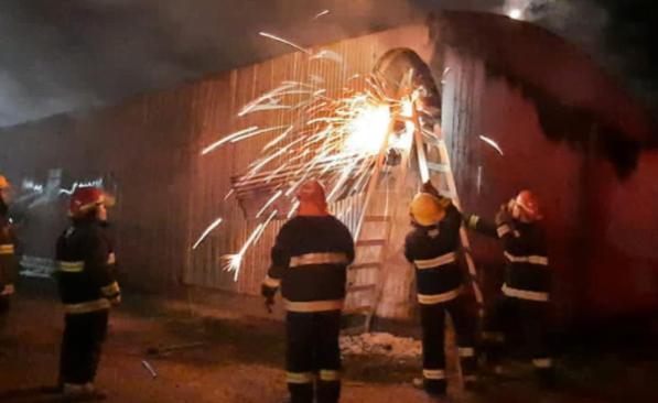 Daños materiales importantes por un incendio en un galpón