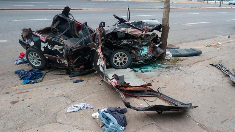 Tres jóvenes murieron en un brutal accidente en avenida Colón