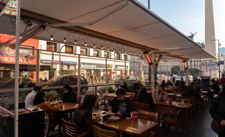 Bares y restaurantes no consiguen empleados para cubrir los nuevos puestos