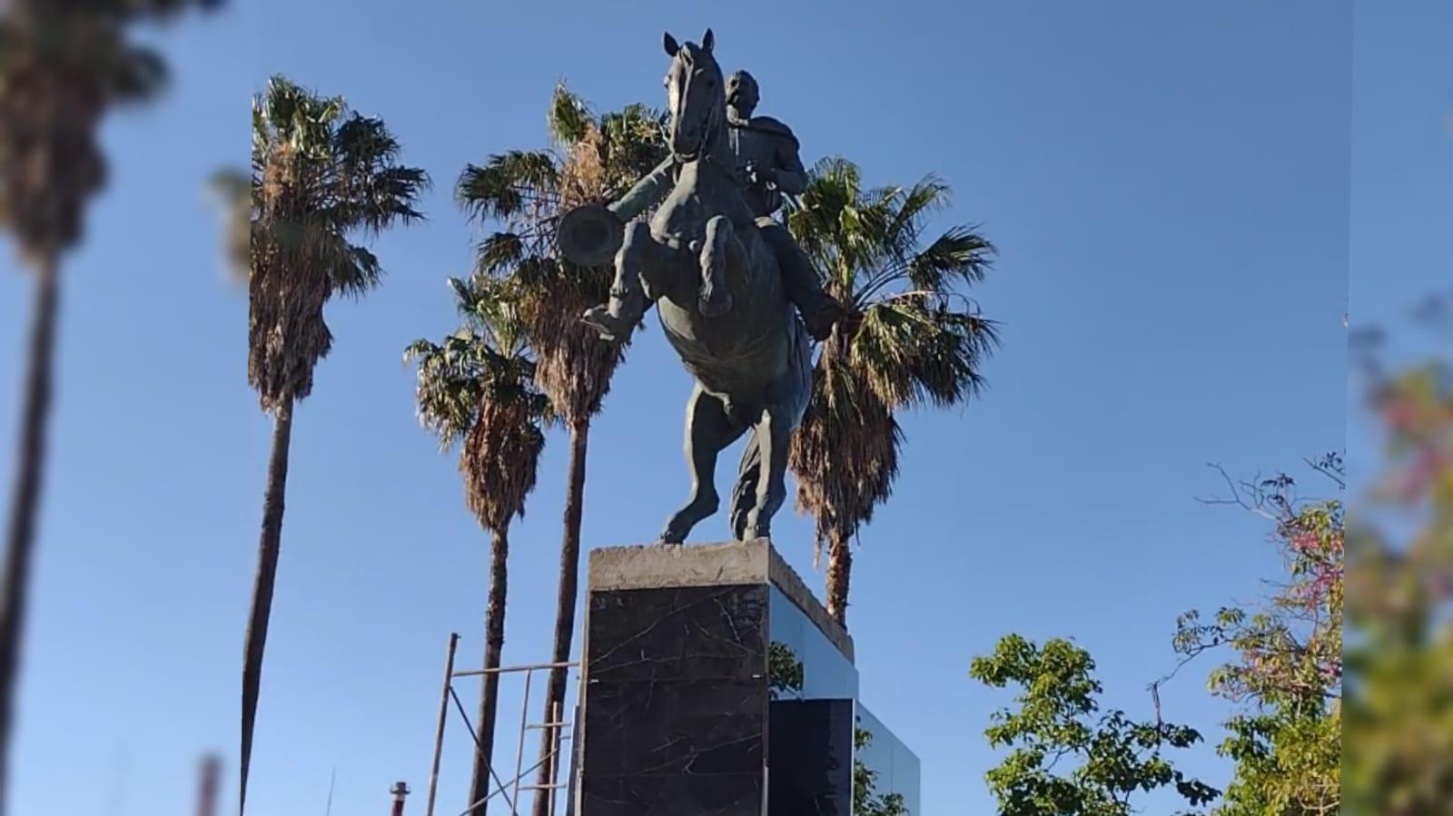 El monumento de Juan Bautista Bustos ya se luce en San Francisco