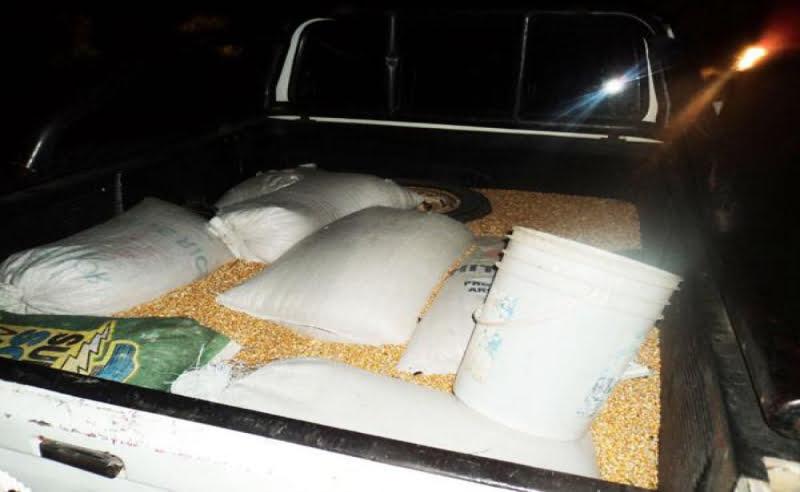 Persecución de una camioneta con maíz y secuestro de un arma